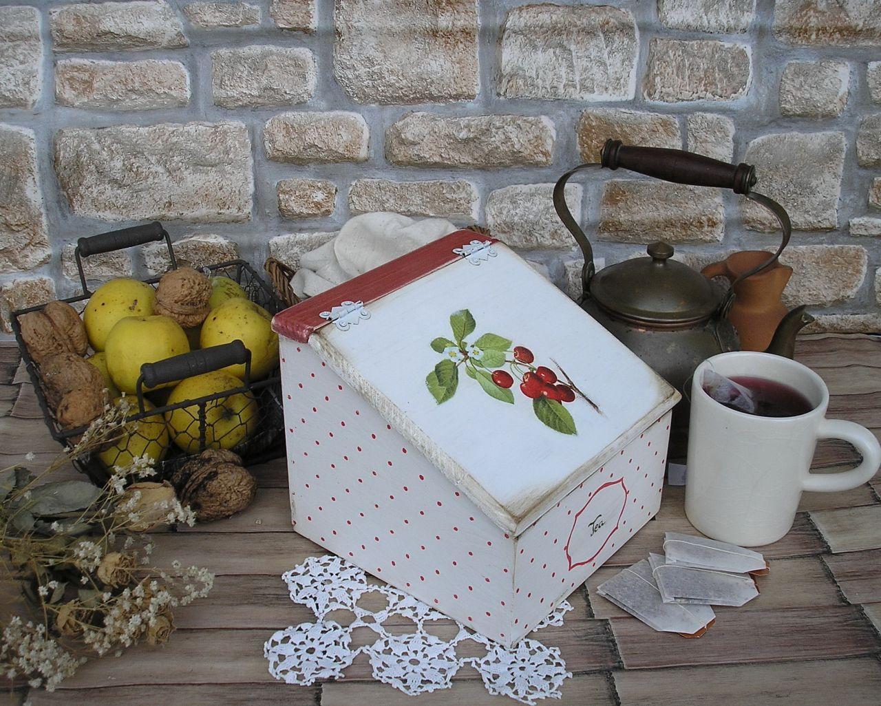 Meggyes pöttyös fa teás doboz
