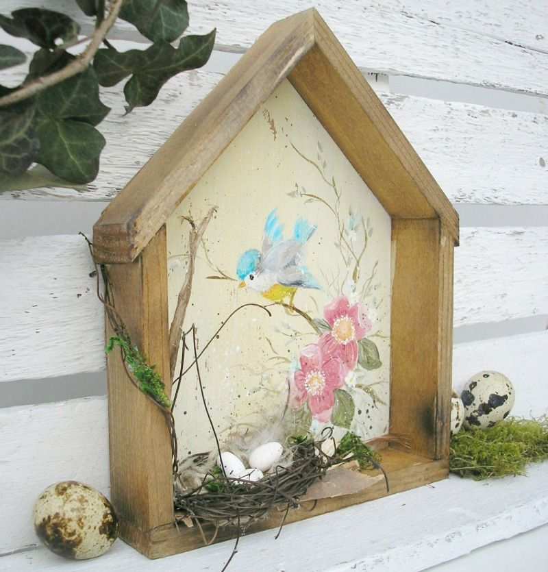 Tavaszcsalogató házikó rózsaszín virágokkal