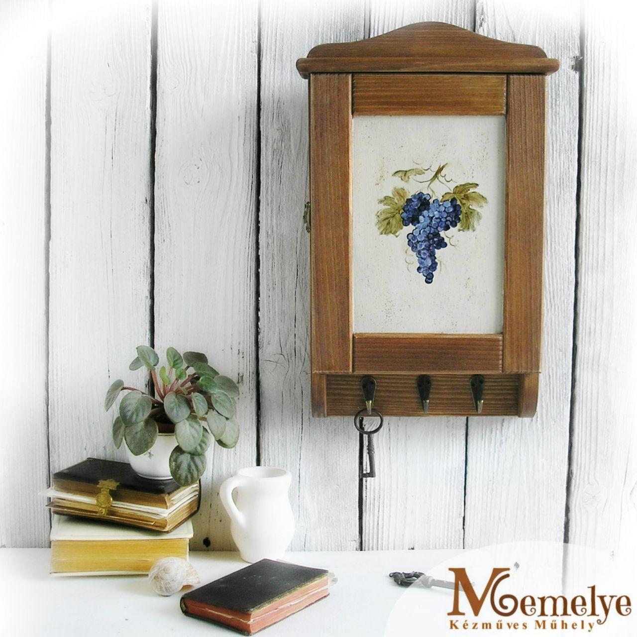 Kékszőlő fa kulcstartó szekrény