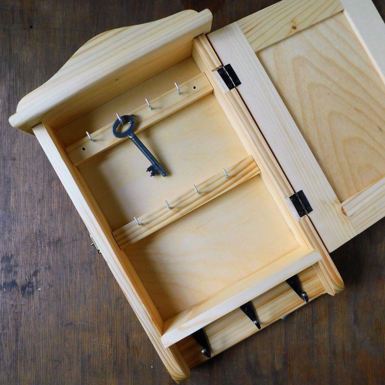 Fa kulcstartó szekrény Napraforgó